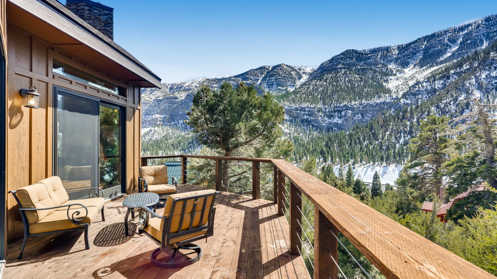 Deck with view of the mountains