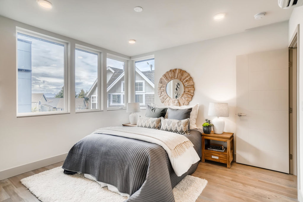 Bedroom with circle mirror