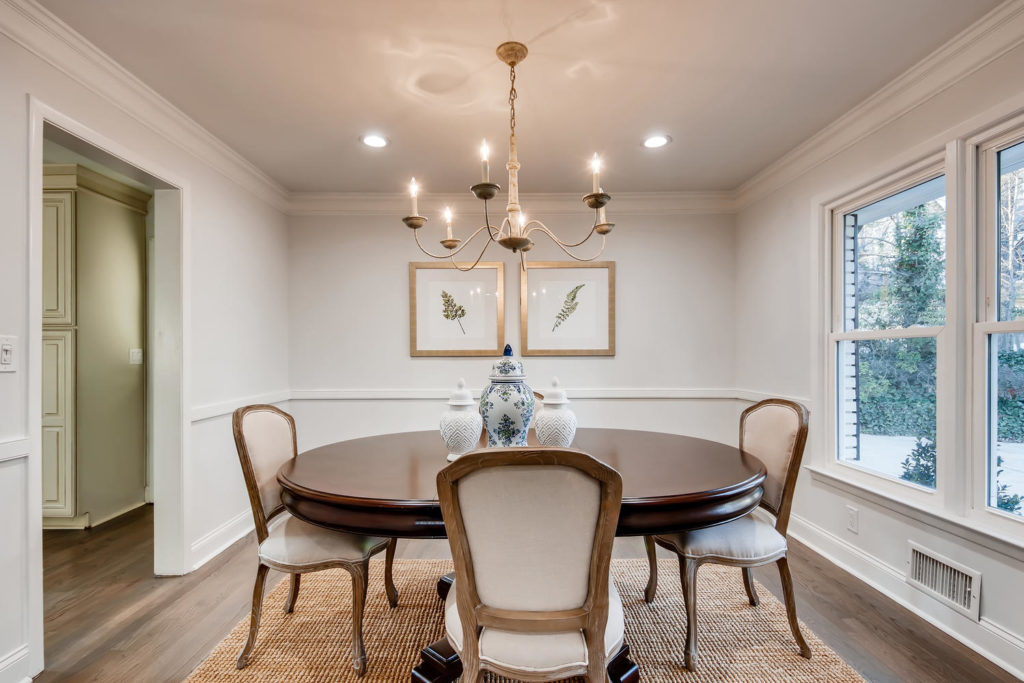 Atlanta dining room with round table