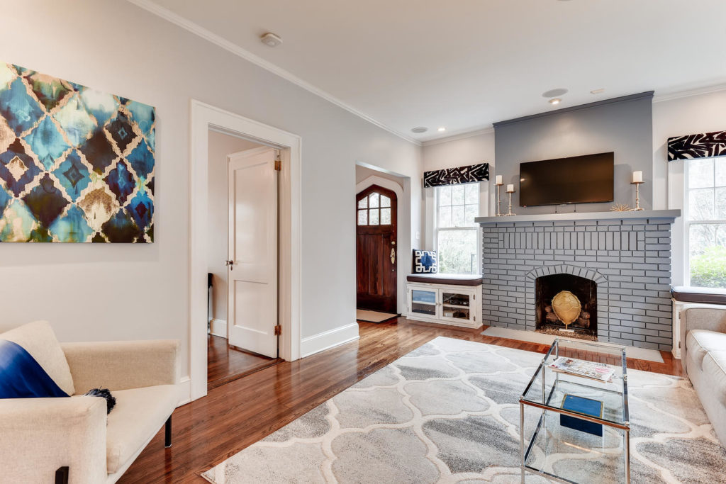 Atlanta Living room with fire place