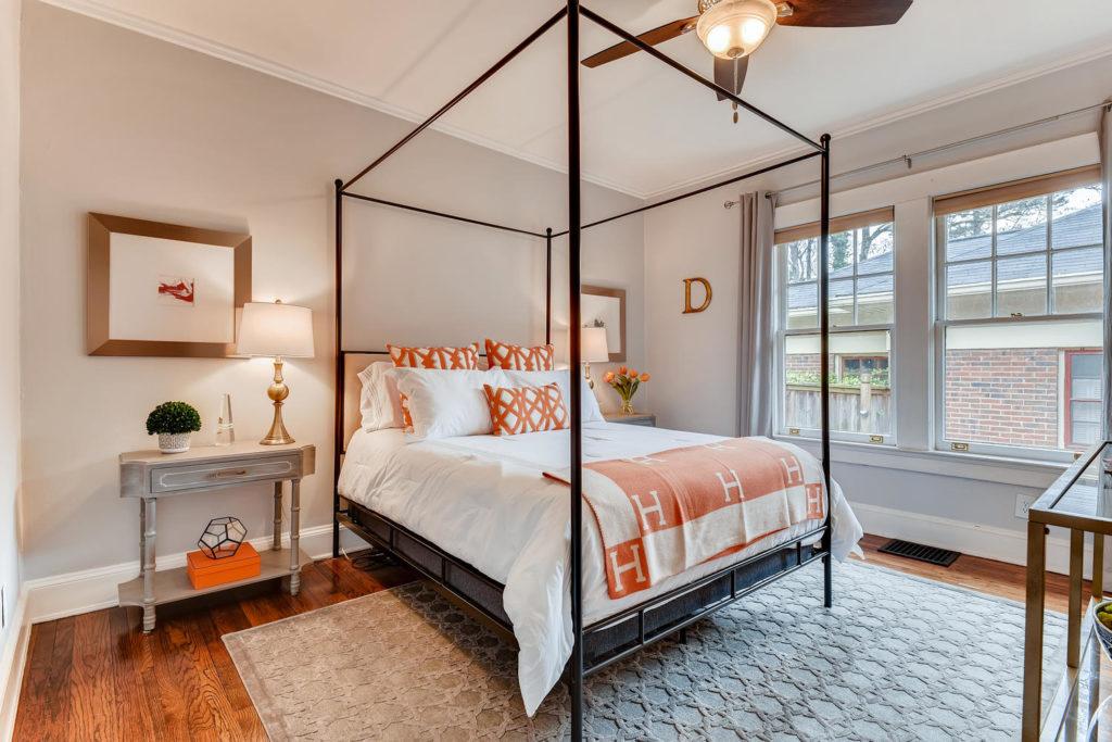Bedroom in Atlanta - Canopy bed