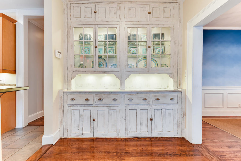 Vintage butler's pantry - white - Atlanta, GA