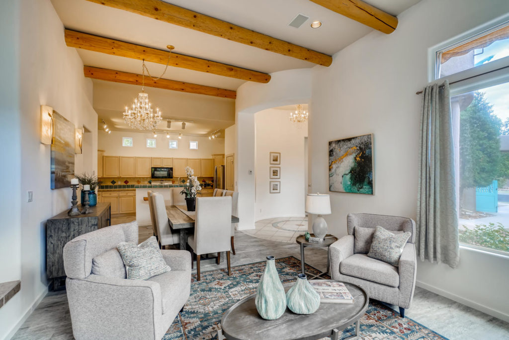 Adobe home in Santa Fe with wood beams