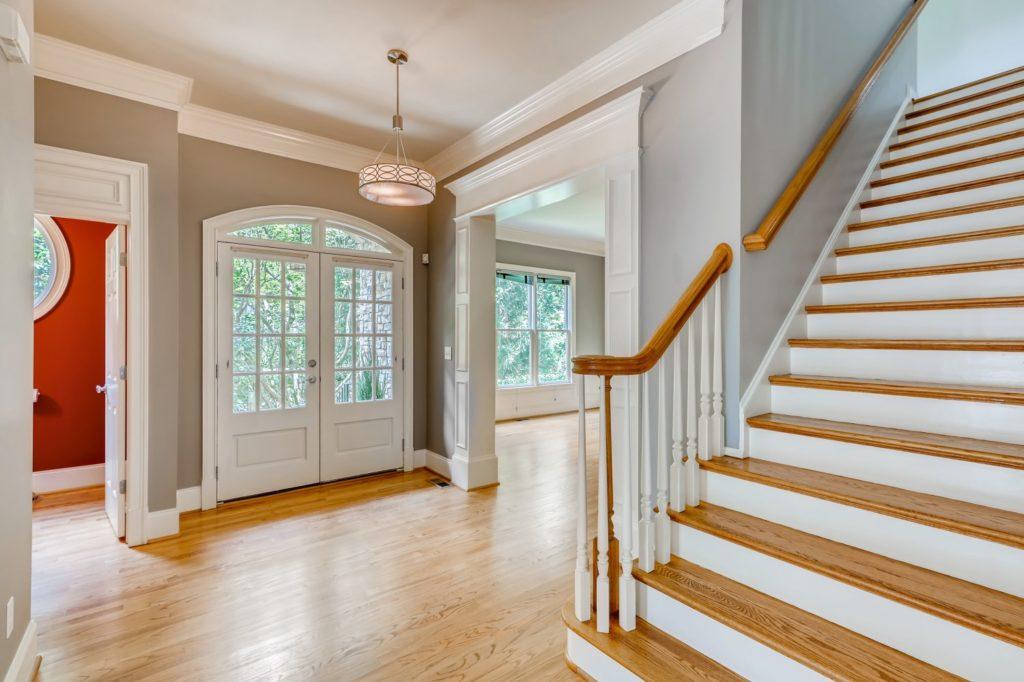 Foyer in Decatur GA - real estate image