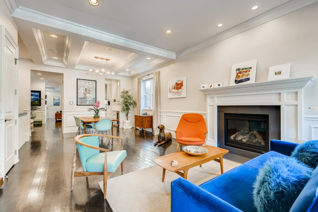 Colorful living room - Chicago - real estate image