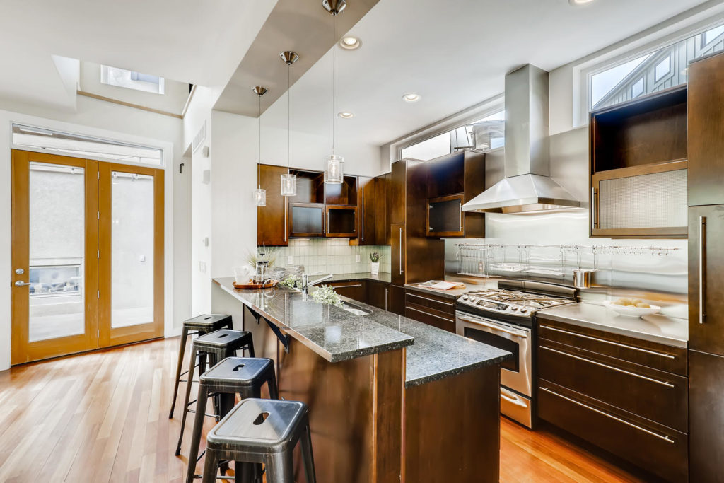 real estate photography - kitchen with island