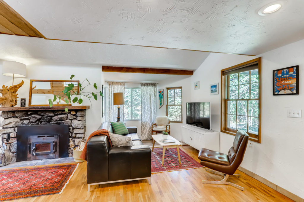 real estate photography - living room with fireplace