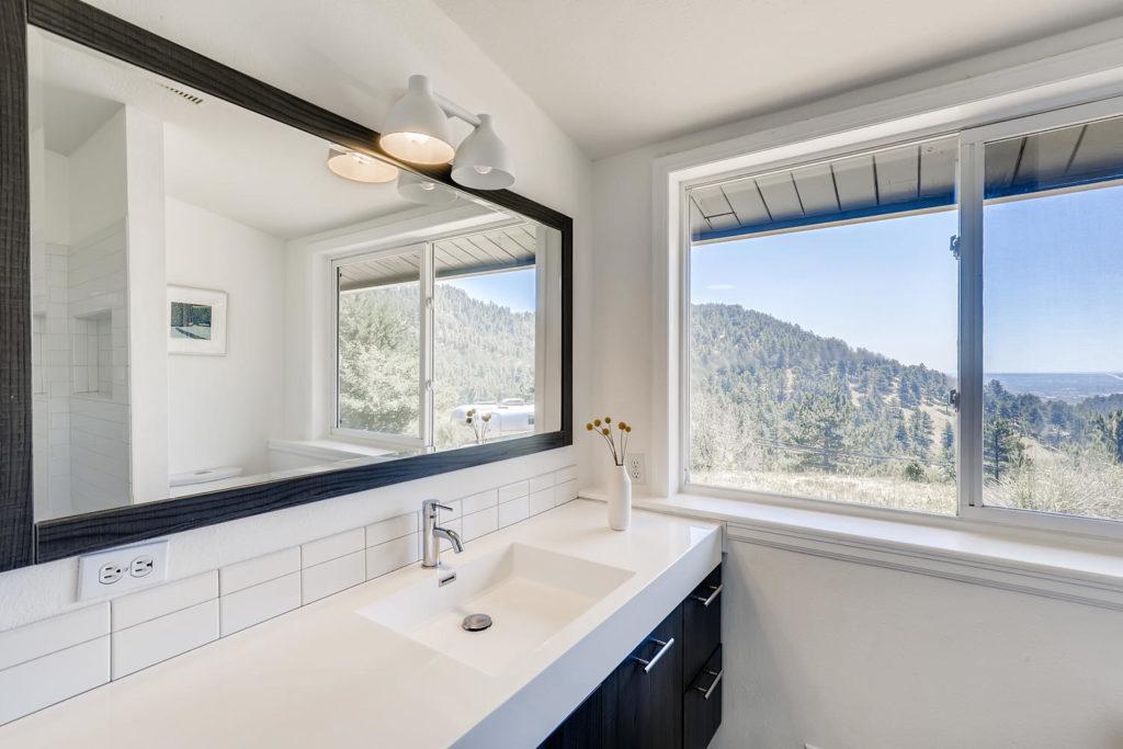 real estate photography - bathroom in boulder
