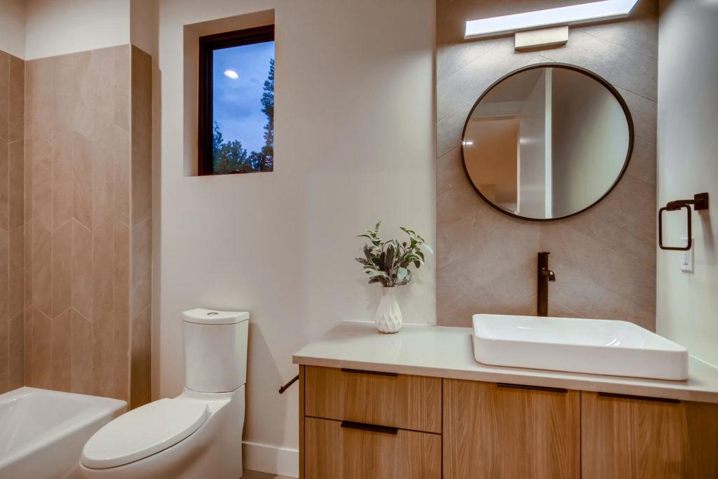 real estate photography - bathroom
