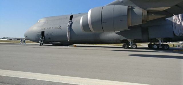 This Is What It Looks Like When a C-5 Galaxy Nearly Crash-Lands