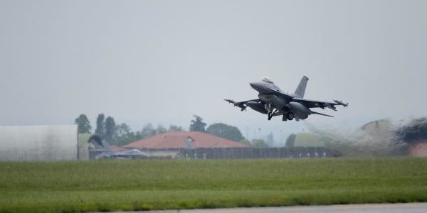 F-16s land in Romanian to strengthen Russian deterrence mission