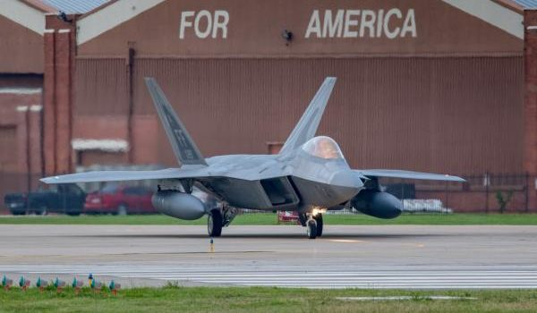 U.S. sending a dozen F-22 Raptors to Qatar for first time