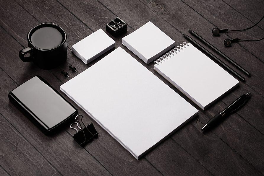 neat-tidy-desk-portfolio-organized-189604393