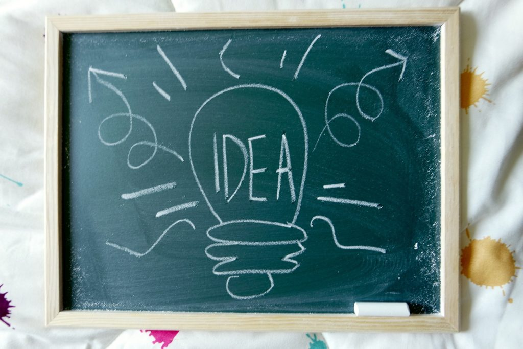 Chalkboard-Idea-Lightbulb