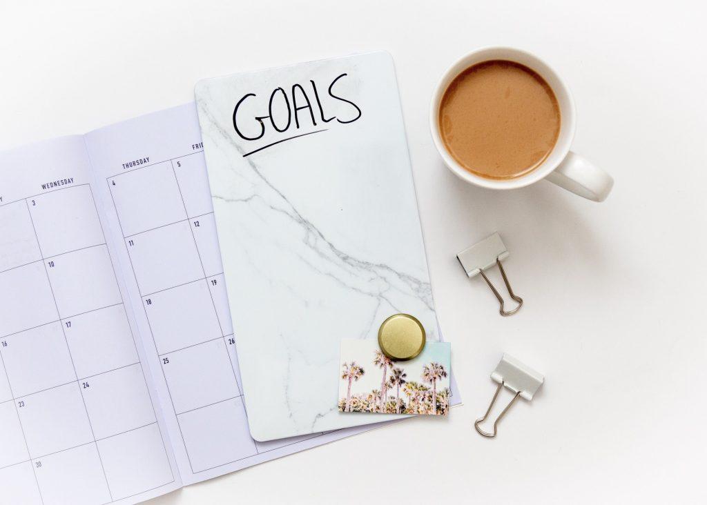 goal-setting-and-planning-flat-lay-photo_t20_kRXrXx