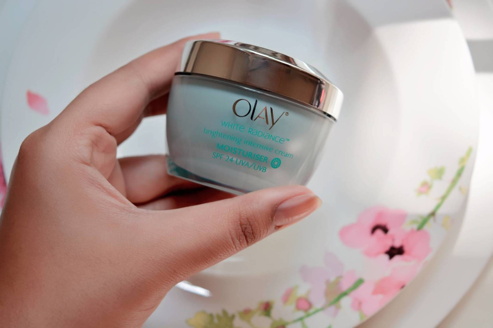 Olay White Radiance Advanced Intensive Moisturizer Review image