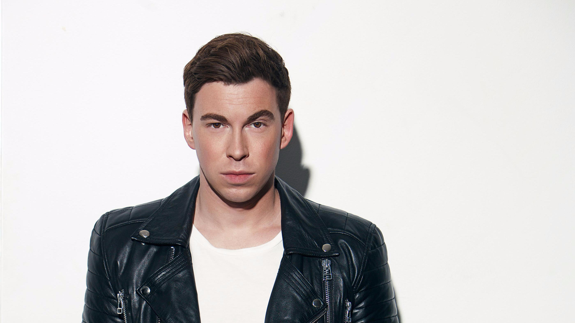 Shop and Meet DJ Hardwell  image