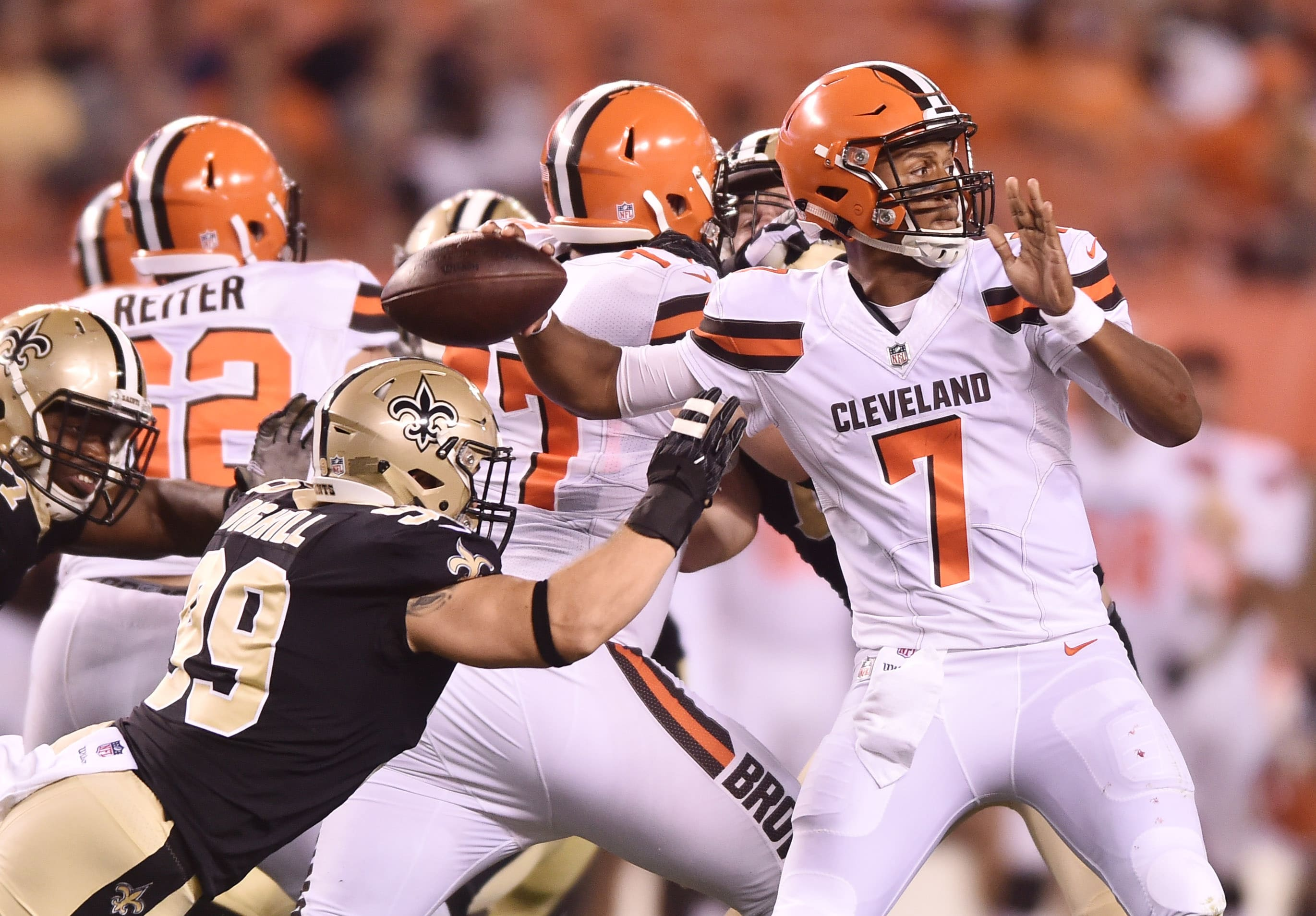 Kizer's late TD toss lifts Browns over Saints
