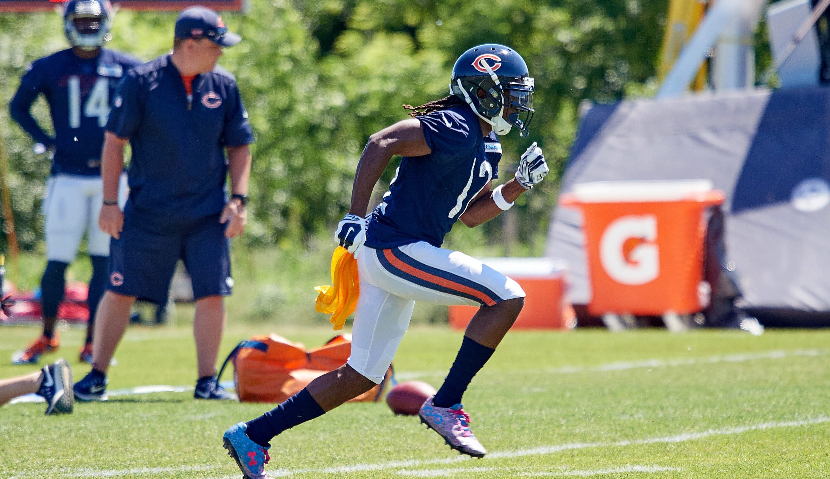 Bears wide receiver Markus Wheaton breaks finger
