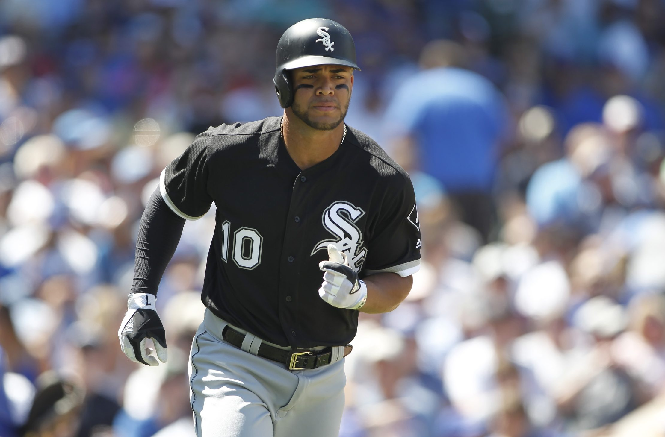 White Sox put Yoán Moncada on 10-day DL, reinstate Matt Davidson