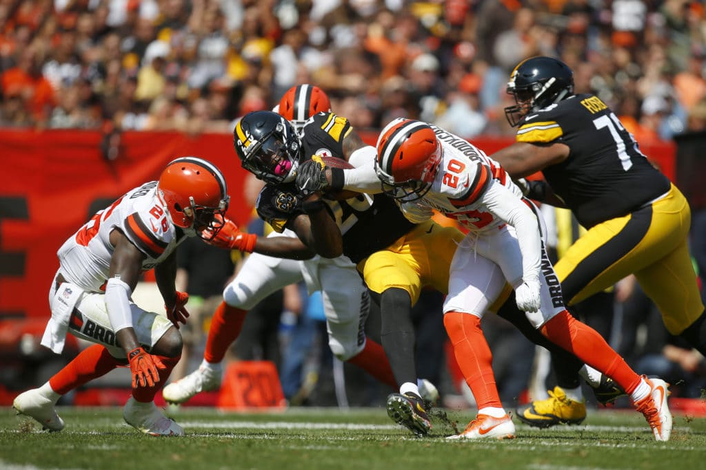 Cleveland Browns join with Cleveland Police, first responders for pregame ceremony