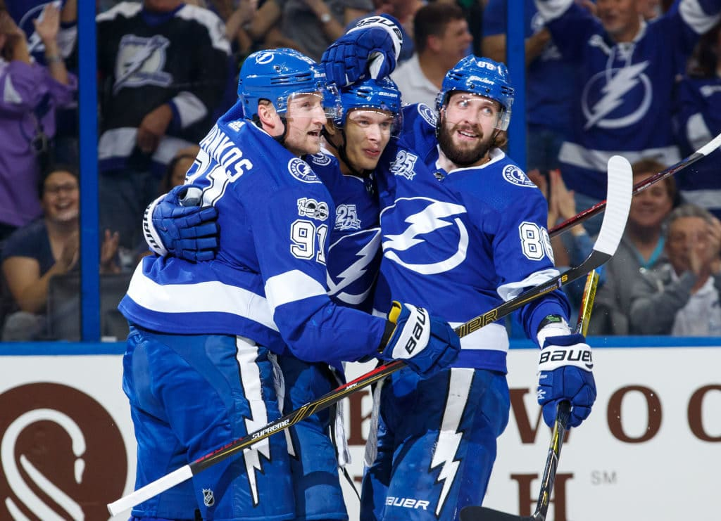 Lightning overpower Stars for 6-1 victory