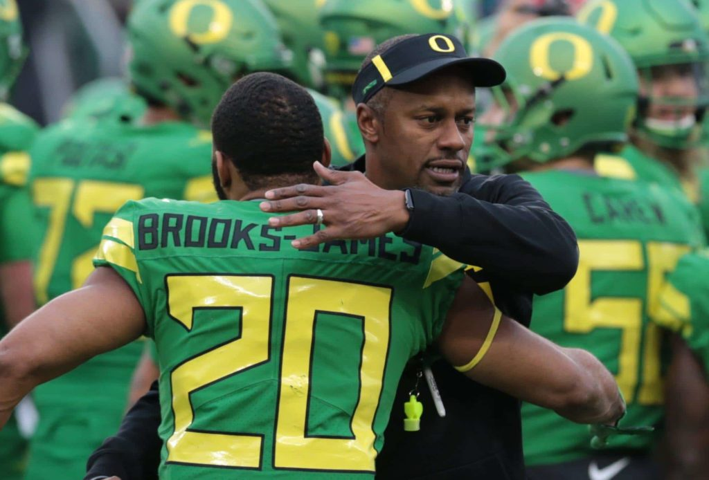 Willie Taggart suggests that he's staying at OR on Twitter