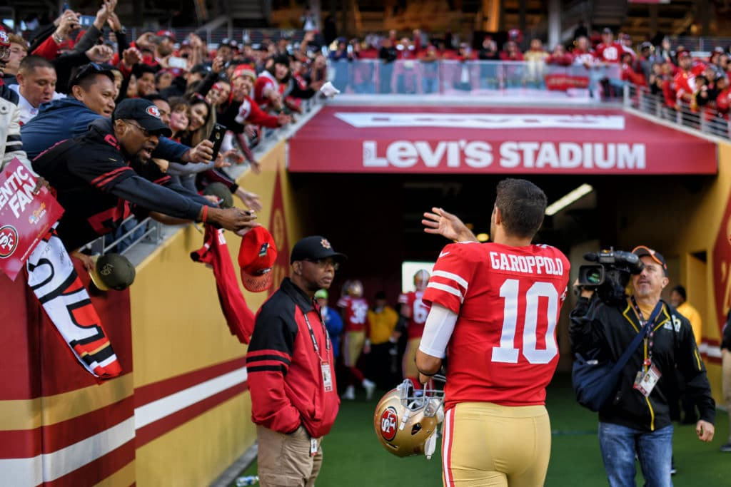 Kyle Shanahan observes how working with Tom Brady helped Jimmy Garoppolo