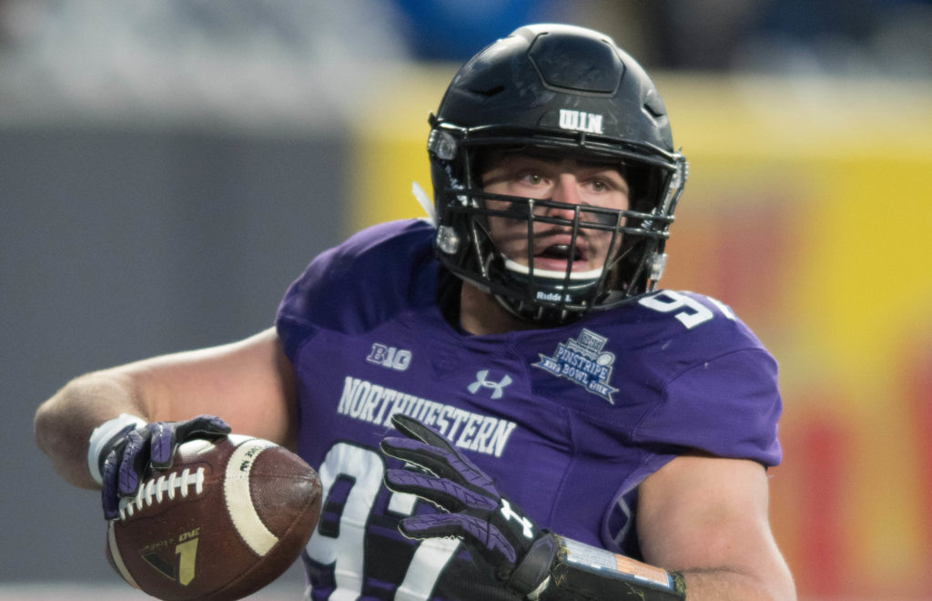 Northwestern's Clayton Thorson suffers scary knee injury
