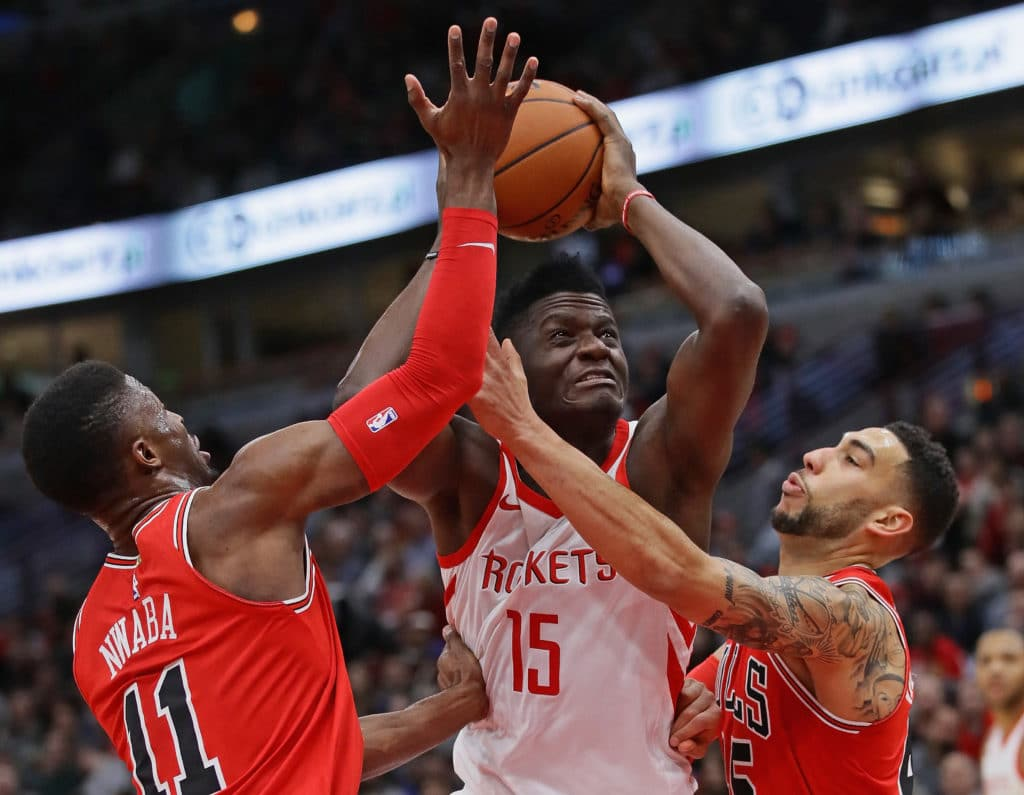Gordon, Paul lead way as Rockets beat Bulls