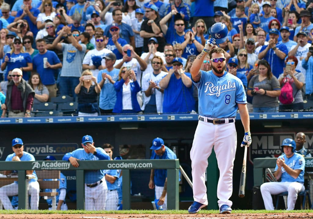 Royals re-sign infielder Mike Moustakas to 1-year deal