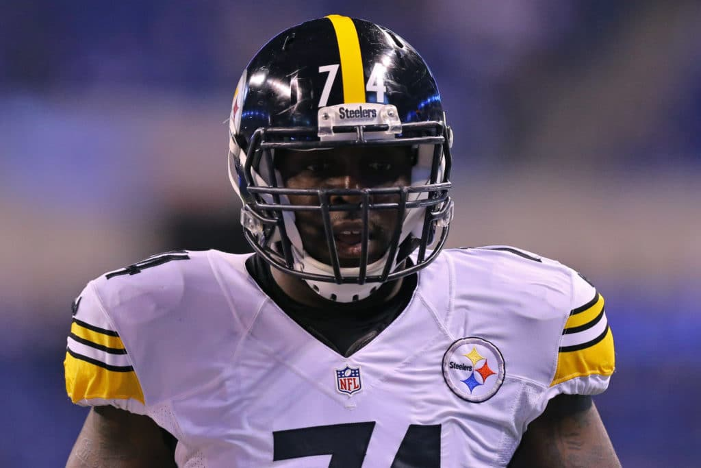 Nov 24, 2016; Indianapolis, IN, USA; Pittsburgh Steelers offensive tackle Chris Hubbard (74) against the Indianapolis Colts at Lucas Oil Stadium. The Steelers won 28-7. Mandatory Credit: Aaron Doster-USA TODAY Sports