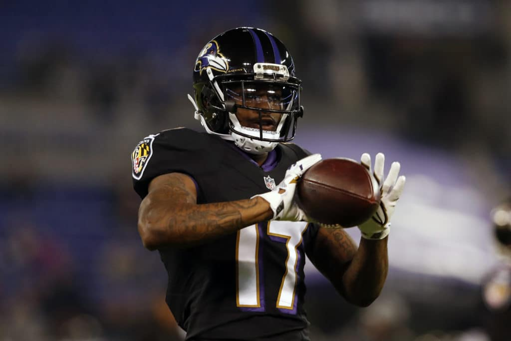 BALTIMORE, MD - NOVEMBER 27: Wide Receiver Mike Wallace #17 of the Baltimore Ravens catches the ball in warm ups prior to the game against the Houston Texans at M&T Bank Stadium on November 27, 2017 in Baltimore, Maryland. (Photo by Todd Olszewski/Getty Images)