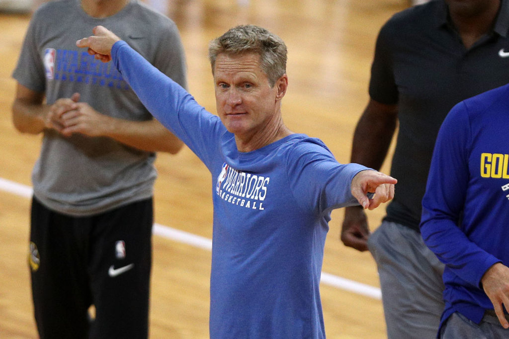 SHENZHEN, CHINA - OCTOBER 04: Head coach of the Golden State Warriors Steve Kerr(L-2) looks on during practice at Shenzhen Gymnasium as part of 2017 NBA Global Games China on October 4, 2017 in Shenzhen, China.  (Photo by Zhong Zhi/Getty Images)