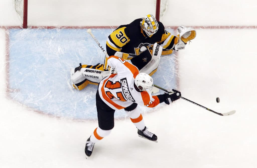 Crosby has hat trick, Penguins rout Flyers 7-0