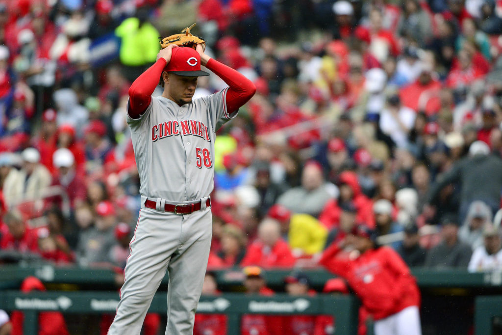 Molina hits go-ahead homer, Cardinals hold off Reds