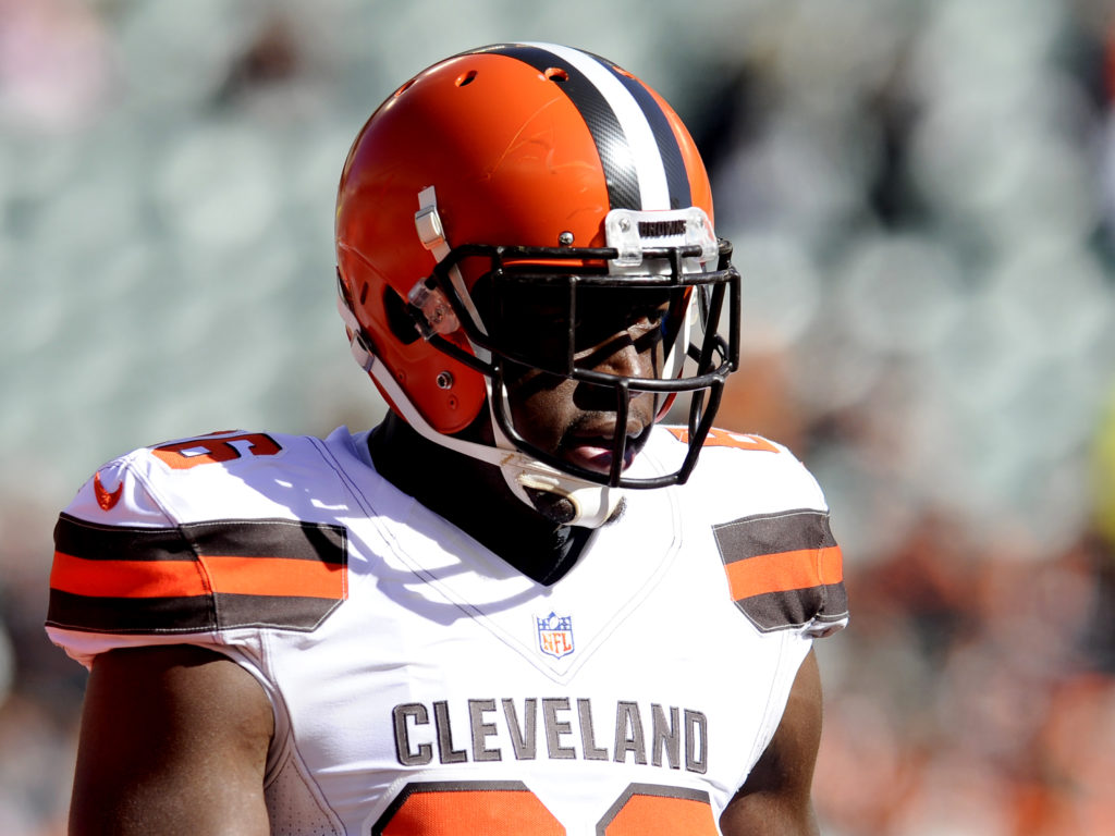 Browns trade Randall Telfer for Dadi Nicolas