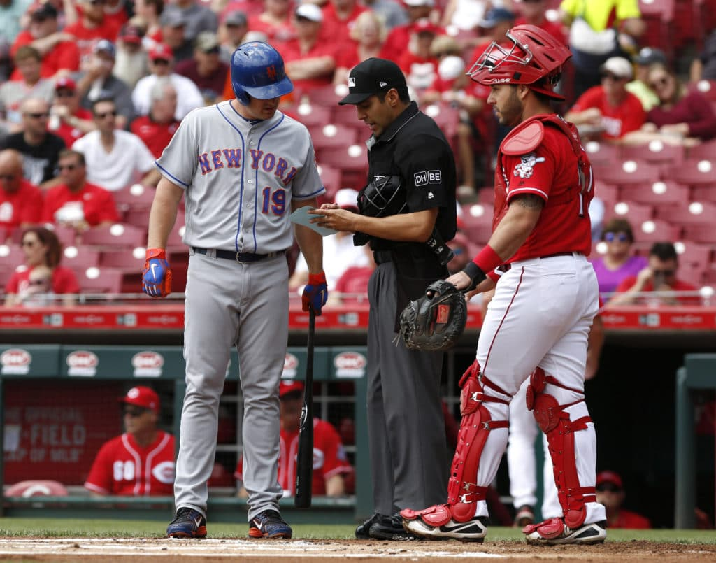 Mets Bat Out of Order Against Reds; Everybody Gets Confused