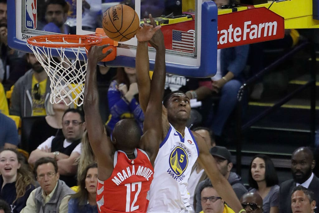 Curry leads Warriors' onslaught over Rockets for 2-1 lead