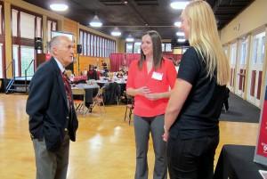 Students talk with Melvin Eklund