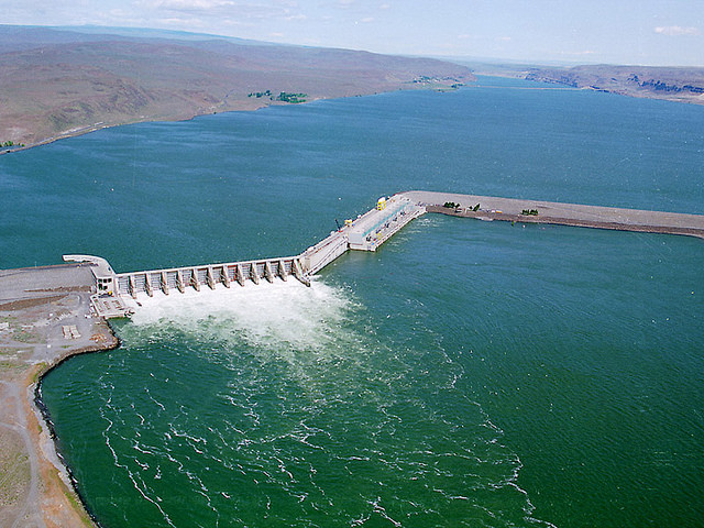 Wanapum Dam at normal operation (photo: Dept of Ecology)