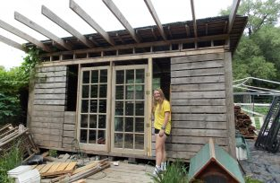 Pallet Garden Cottage by WWOOFERS for WWOOFERS!