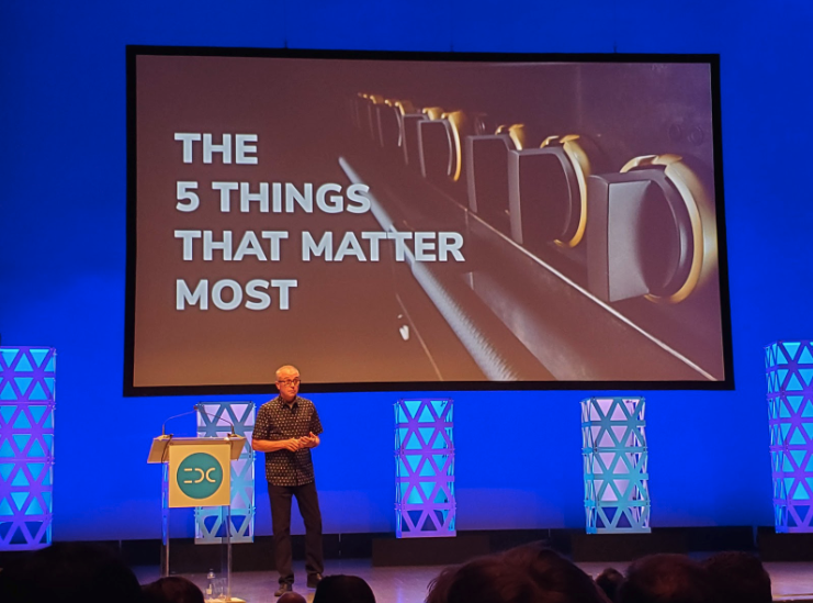 Photo of J Mays presenting 5 Things that Matter Most on the IDC 2019 stage