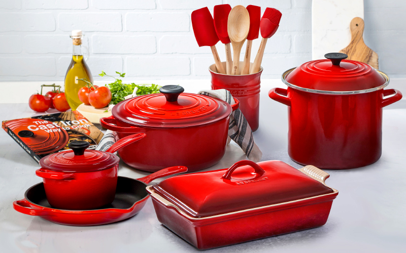 Le Creuset Signature Cast Iron 16-Piece Cookware Set in Cherry Red