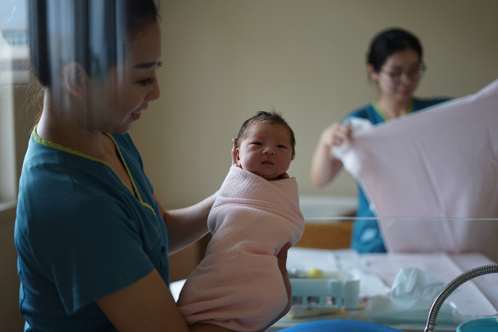 nurse-midwife-wang-dongxu-unsplash-unique nurse jobs