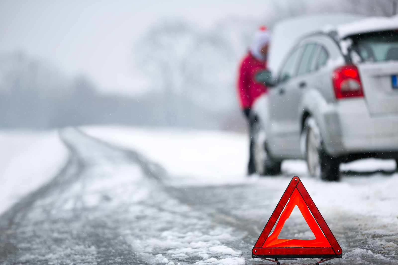Winter-car breakdown-warning triangle-travel nursing memory