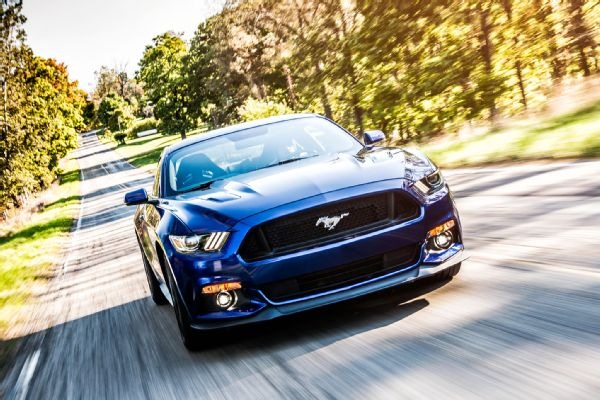 2015-all-star-ford-mustang-gt-front-view-in-motion