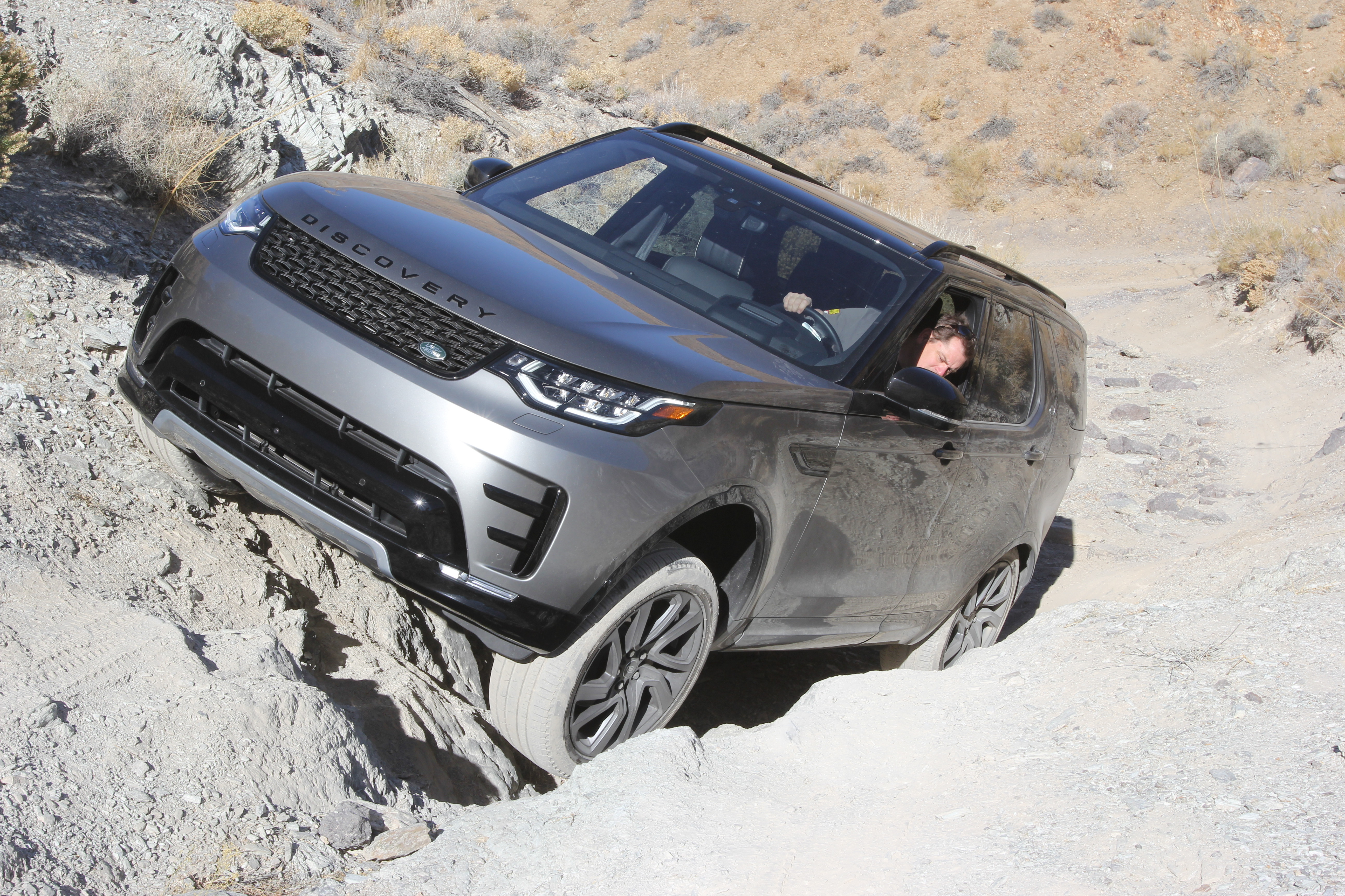 02-2018-suv-of-the-year-land-rover-discovery