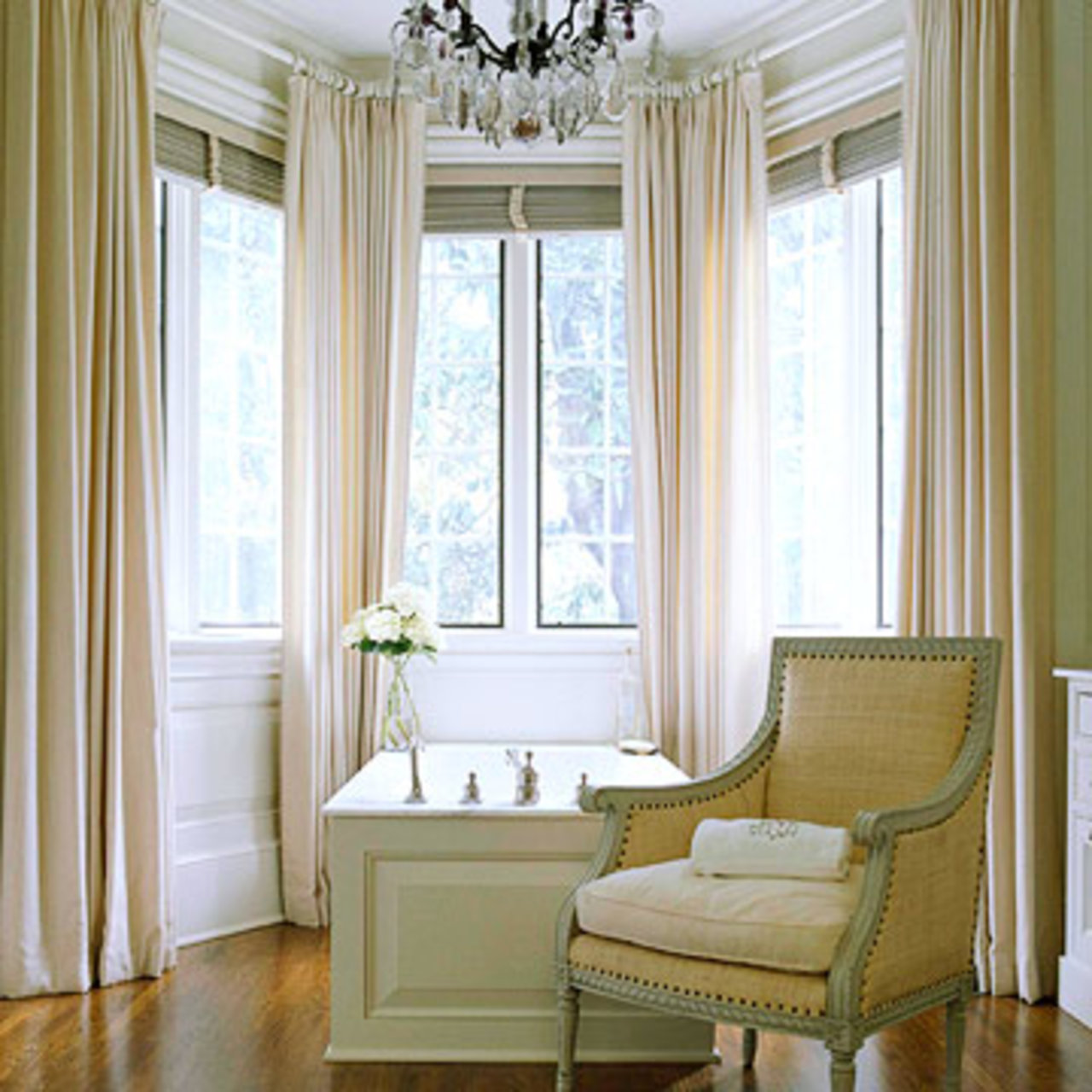 Window Treatment For Bay Windows In Living Room