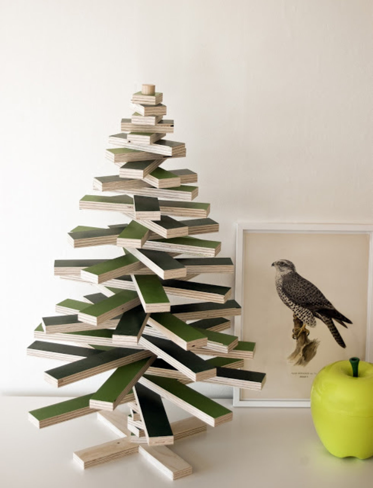 10 stylish alternatives to the traditional christmas tree the accent see for yourself here are ten festive ideas that will have you rethinking the star of your holiday decor scheme this year solutioingenieria Choice Image